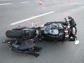 V Sološnici sa motorka zrazila s autom: Na mieste sú zranení
