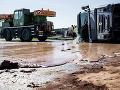 Kuriózna nehoda v Poľsku: Diaľnicu zablokovala v oboch smeroch čokoláda