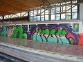 Vandalizmus v Tatrách FOTO: Sprejeri sa vlámali do železničnej stanice, zubačku postriekali grafitmi