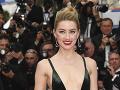 Výstrih Amber Heard zíval prázdnotou.