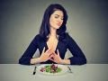 Chcete zhodiť do leta nejaké kilá? Vedci varujú pred touto diétou