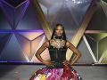 Naomi Campbell sa na prehliadkovom móle tiež predviedla.