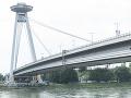 Muž sa chystal skočiť z mosta SNP: Ratovať ho museli policajti