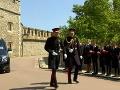 Princ Harry s bratom Williamom na ceste do kaplnky.