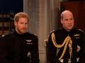 Princ Harry už čaká v Kaplnke svätého Juraja na svoju vyvolenú.
