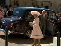 Na svadobný obrad už dorazili aj princ Charles s manželkou Camillou a kráľovná Alžbeta II.