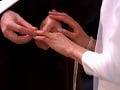 Meghan Markle a princ Harry si vymenili prstene.