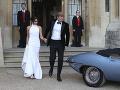 Vojvoda a vojvodkyňa zo Sussexu pri odchode na svadobnú párty.