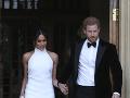 Meghan sa na svadobnej hostine zabávala v tejto róbe. Prezliekol sa aj Harry.
