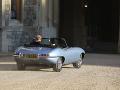 Princ Harry a jeho láska Meghan pri odchode na svadobnú hostinu.