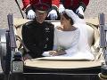 Princ Harry a Meghan Markle sa previezli pred obyvateľmi Londýna v koči.