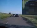 Odstrašujúce VIDEO polície: Vodič na porsche riskuje život, milimetre od zrážky v protismere