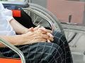 Kuriózna krádež v Bratislave: Neznámy páchateľ ukradol invalidný vozík, pátra po ňom polícia