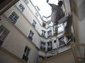 Dráma v Poprade: Z policajného okna vyskočil mladík (20)