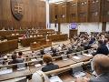Poslanci opäť presunuli hlasovanie o stratifikácii, má byť v stredu