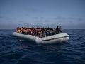 OSN varuje pred možným nešťastím: Takmer sto migrantom hrozí utopenie v Stredozemnom mori