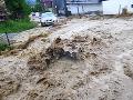 Spúšť po prietrži mračien pri Púchove: Z potoka sa stala dravá rieka, VIDEO pohromy