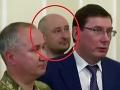Ruský novinár Arkadij Babčenko žije. Objavil sa dnes na tlačovej konferencii.