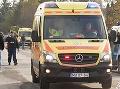 Hrôzostrašná nehoda v Budapešti: Po zrážke s autom sa prevrátila sanitka, zranili sa traja ľudia