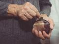 Dôchodkyňa doplatila na dôverčivosť: Muž sa vydával za falošného lekára, poslala mu 1400 eur