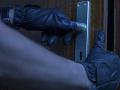Zlodej sa poriadne nabalil: V Spišskej Teplici sa vlámal do domu a ukradol závratnú sumu peňazí