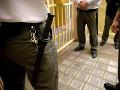 Polícia zmlátila svedka: Unikla nahrávka, policajti sa dohadovali na správnej verzii