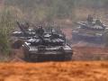 VIDEO Na hraniciach s Ukrajinou sa hromadia ruské tanky, povedal Porošenko