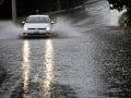 Východným Slovenskom sa prehnali búrky: Zaplavené cesty a poriadne veľké krúpy
