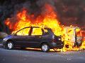 V Hamuliakove horeli v noci autá vo dvore rodinného domu: Škoda za 25-tisíc eur