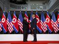 Summit Kima a Trumpa bolo historickou udalosťou: Mal však aj šesť nezvyčajných momentov