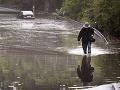 Po búrkach v Rakúsku hlásia jednu obeť: Na muža v Grazi spadol strom