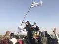 Prímerie sa skončilo: Útoky Talibanu si vyžiadali ďalšie desiatky obetí