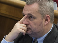Dostál kritizoval limity pre strany, Bernaťák hovorí o transparentnosti