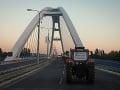 Farmári dorazili do Bratislavy: FOTO Chcú sa rozprávať s premiérom aj koaličnou radou
