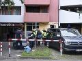 Prehliadka budovy, kde polícia
