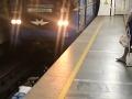 Mladíci v ukrajinskom metre dvihli všetkým mandle: VIDEO totálnej hlúposti, ktorú neopakujte