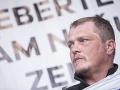 Farmár Patrik Magdoško na pódiu počas zhromaždenia Za slušné Slovensko