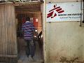 Šokujúce praktiky humanitárnych pracovníkov: Lieky za sex, použité kondómy či obťažovanie