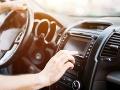 Vodič Uberu meškal k zákazníkovi: Palubná doska odhalila nechutný dôvod prečo