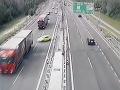 NDS zverejnila VIDEO rannej nehody na bratislavskom obchvate: Hororová zrážka s kamiónom