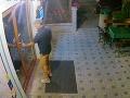 Krádež na diaľničnom odpočívadle pri Malackách: FOTO Spoznávate muža na záberoch?