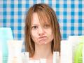 Kozmetiku na FOTO nepoužívajte! V telovom kréme našli zakázanú chemikáliu, nevyhoveli ani farby