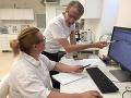 Robert Mistrík s kolegyňou v laboratóriu spoločnosti HighChem.