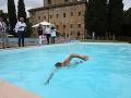 Salvini demonštroval svoje odhodlanie: FOTO Vykúpal sa v bazéne, ktorý zhabali mafiánskemu bosovi