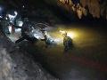 Deň D pre chlapcov a trénera v jaskyni: Začala sa záchranná akcia, štyria chlapci sú už vonku
