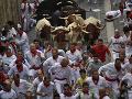 Fiesta v Pamplone: FOTO Prvý beh s býkmi si vyžiadal päť zranených