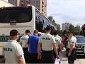 VIDEO Korupcia v slovenskom futbale: NAKA zadržala až 20 osôb, previezť ich musel autobus