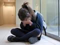 Dievča v škole šikanovali.