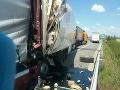 PRÁVE TERAZ Kolaps na D2: Zrážka troch kamiónov, jeden mŕtvy