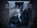 Ženu prebudil v noci nahý vlámač: ľahol si priamo na ňu, hneď vedľa manžela
